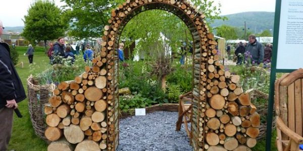 Portic in lemne de foc