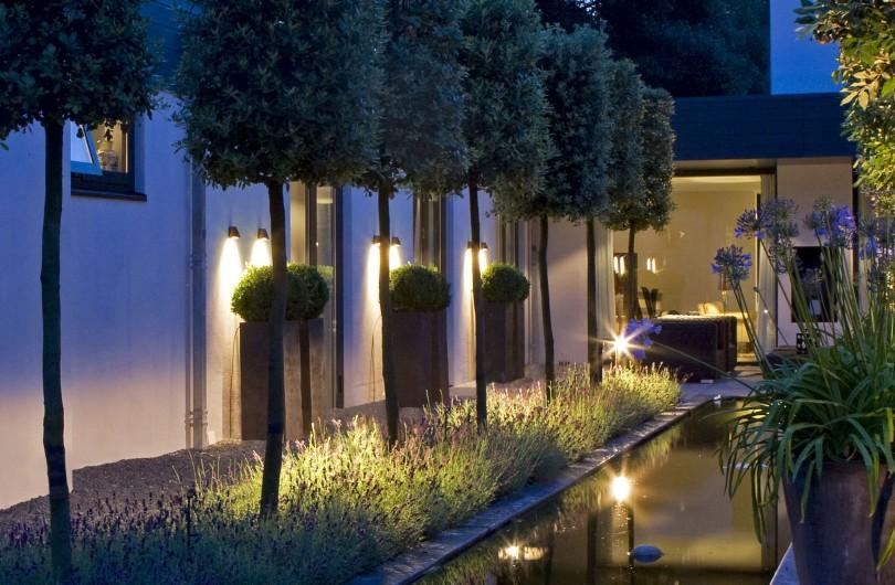 Spoturi iluminare gradina si lac