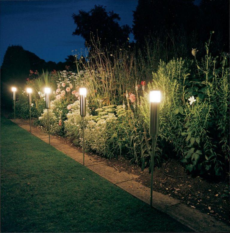 Stalpi de lumina pentru gradina