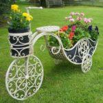 Suport flori gradina in forma de caleasca
