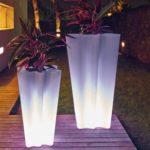 Suporturi flori cu lumini pentru gradina