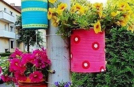 Suporturi flori gradina din cutii de tabla