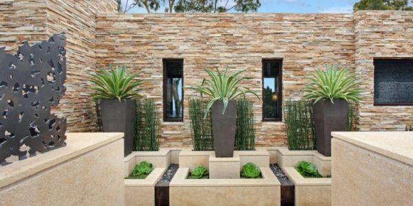 Suporturi flori gradina moderna