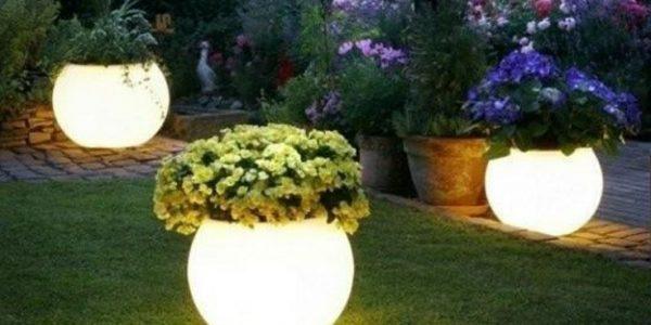 Suporturi rotunde flori iluminate