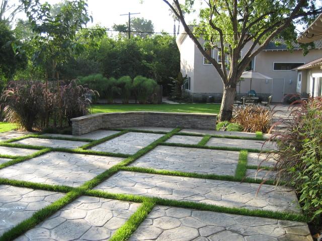 Terasa gradina cu piatra si iarba