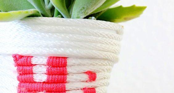 as de flori decorat cu snur alb rosu