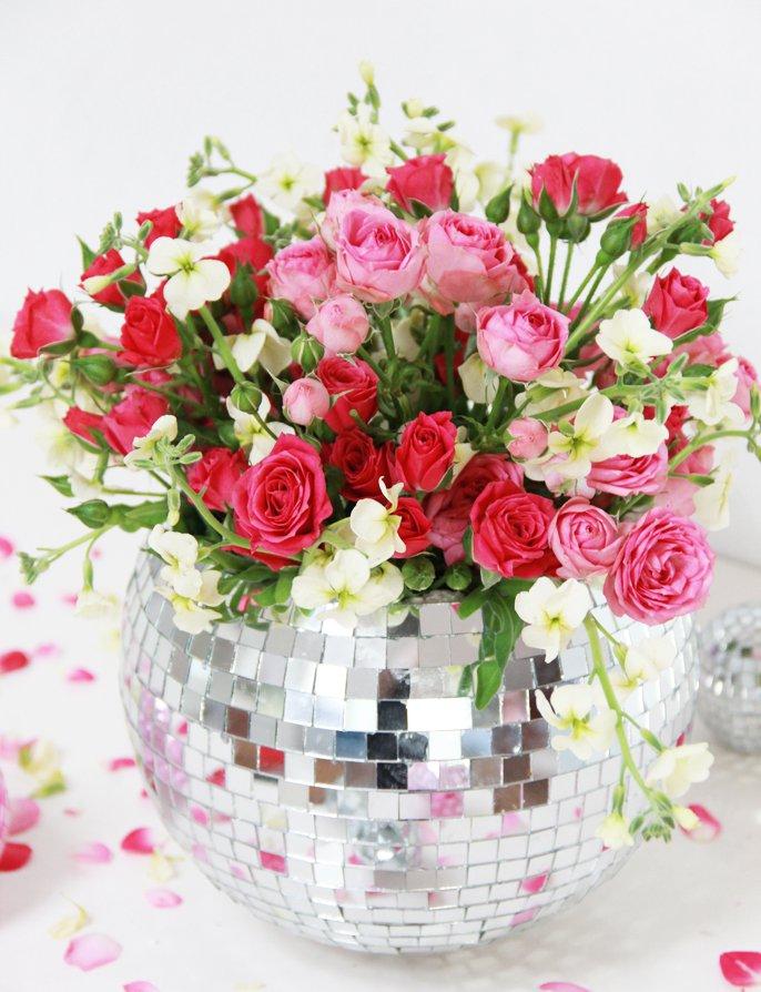 Vaza decorata cu bucatele de oglinda