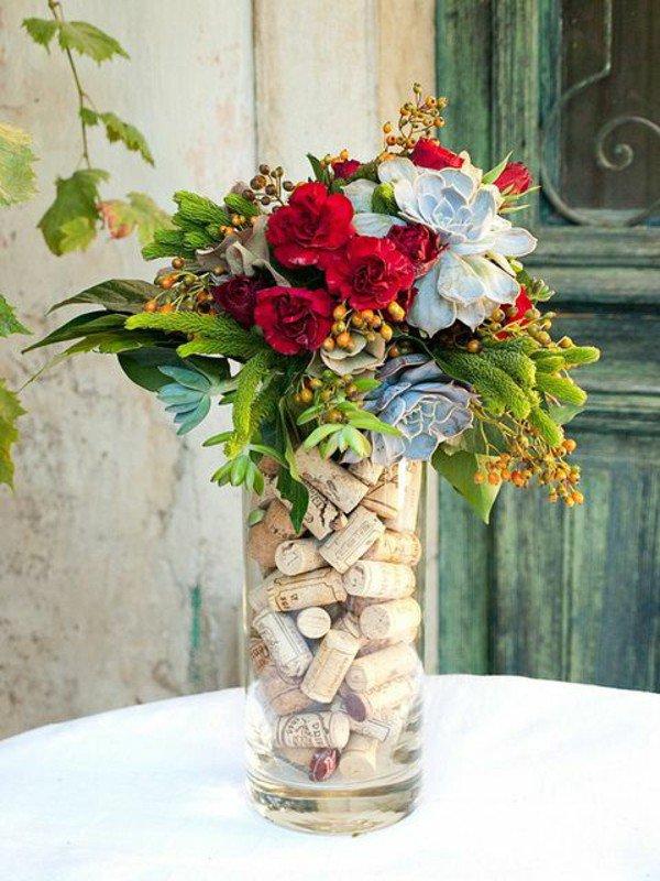 Vaza decorata cu dopuri de pluta