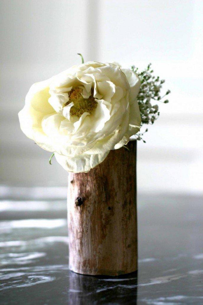 Vaza mica flori din trunchi de copac