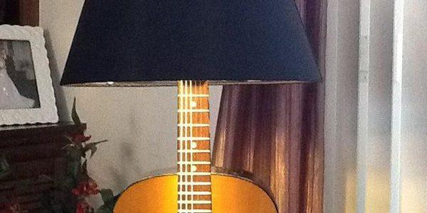 Veioza din chitara