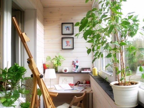 Birou si sevalet in balcon