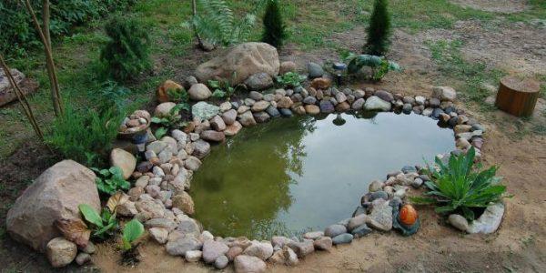 Lac de gradina cu pietre naturale