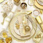 Masa de Craciun cu decor auriu