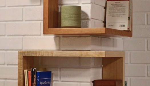 Rafturi patrate din lemn pentru colt de camera