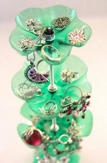 Suport bijuterii din sticle de plastic