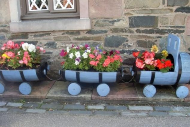 Suporturi flori din butoiase de lemn