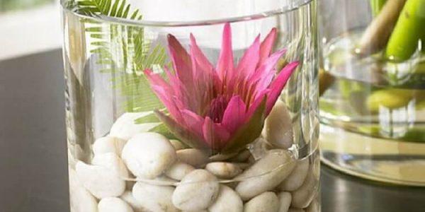 Vas de flori cu pietre