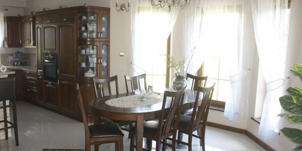 Dining si living cu mobilier clasic