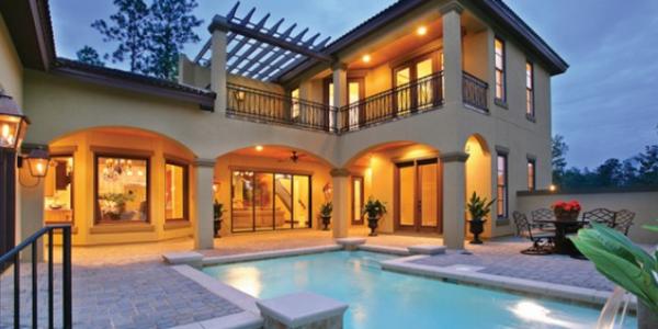Casa cu piscina in stil mediteranean
