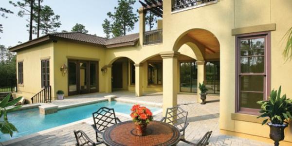 Casa cu piscina si terasa in stil mediteranean