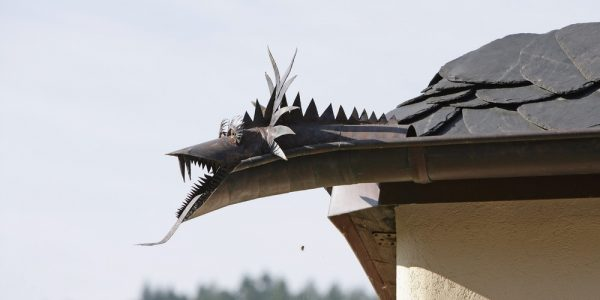 Decoratiuni dragon pentru acoperis