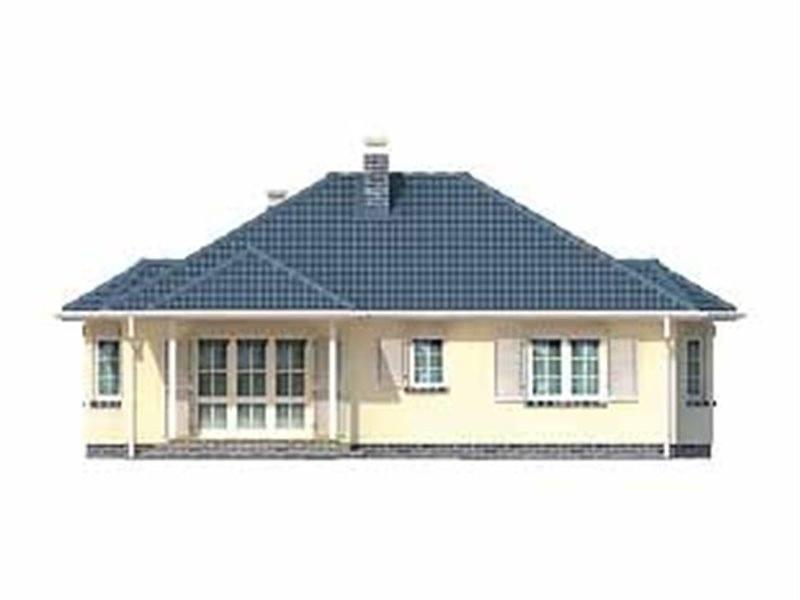 Vedere spate casa familiala cu 4 camere